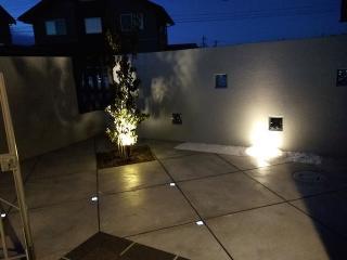 pict-LED照明でお庭を楽しむナイトガーデン実例 (12)